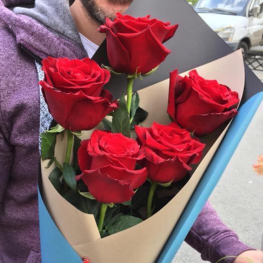 Букет 5 роз в стильной упаковке