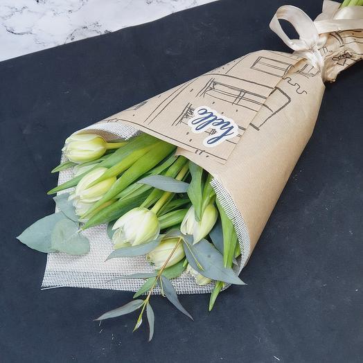 "Букетик из 9 белых тюльпанов и эвкалипта ""Hello"""