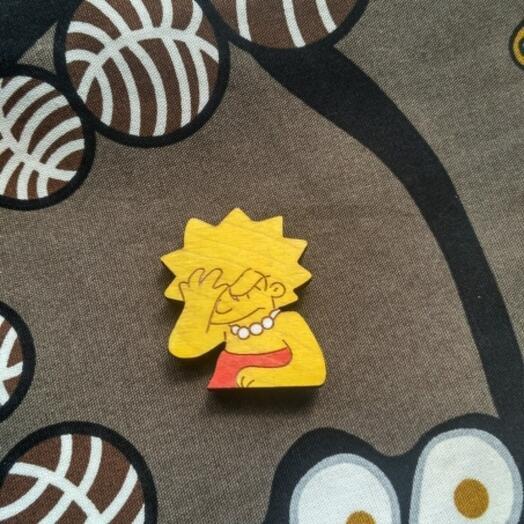 Деревянный значок по мотивам Симпсонов