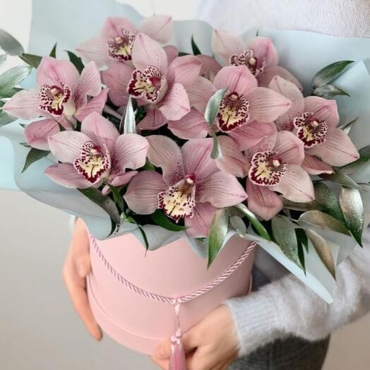 9 орхидей в коробке