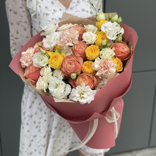 Букет Элегантный Стандарт из роз кахала, кустовых ро и диантуса