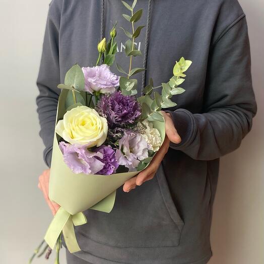Букет из эустомы с розами и эвкалиптом