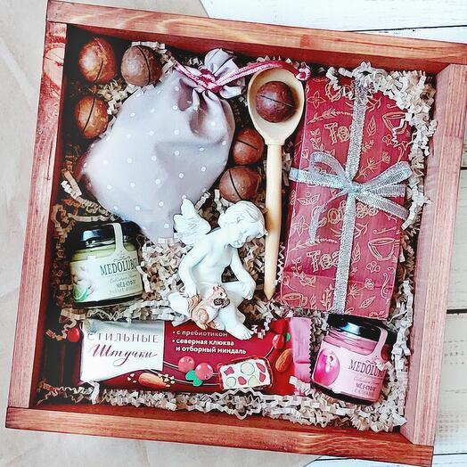 Подарочный набор с чаем, кофе и сладостями