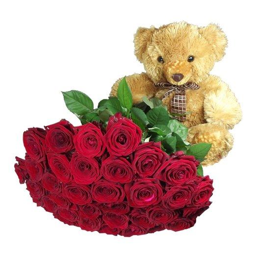Красные розы с мишкой: букеты цветов на заказ Flowwow