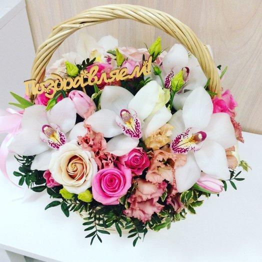 Корзина с белыми орхидеями: букеты цветов на заказ Flowwow