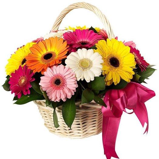 Корзина с герберами: букеты цветов на заказ Flowwow