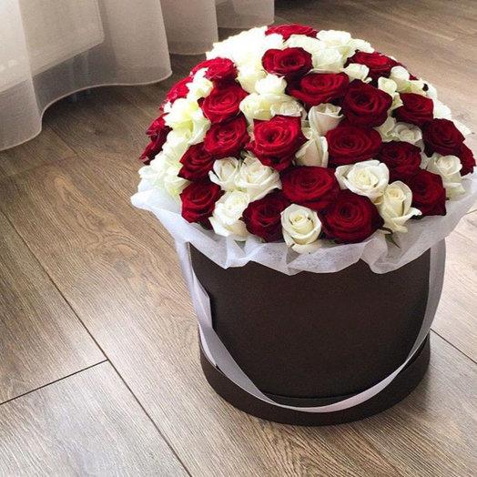 101 красно-белая роза в коробке