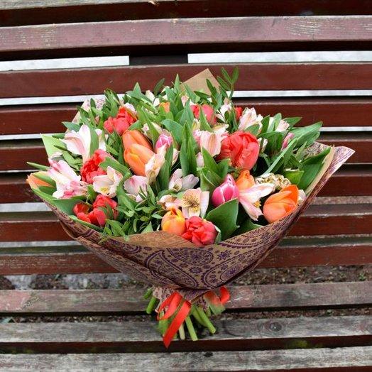 Букет из тюльпанов и альстромерий: букеты цветов на заказ Flowwow