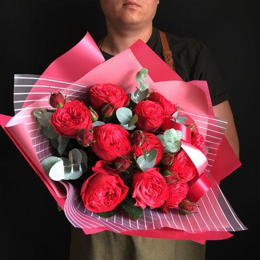 Пионовидные роза с эвкалиптом : букеты цветов на заказ Flowwow