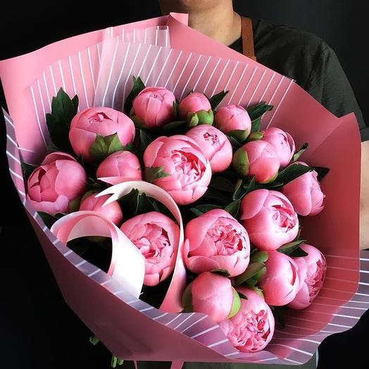 Охапка коралловых пионов: букеты цветов на заказ Flowwow
