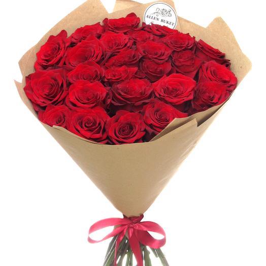 25 красных роз в крафт бумаге: букеты цветов на заказ Flowwow