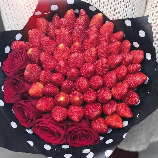 """Клубничный букет """" Алые розы"""": букеты цветов на заказ Flowwow"""