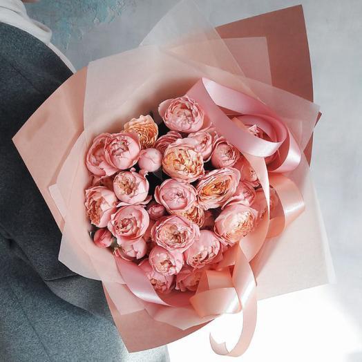 Букет из пионовидных кустовых роз Джульетта