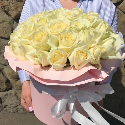 Цилиндр из 51 белоснежной Розы