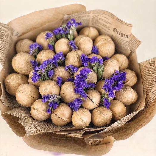 Букет из орехов и сухоцветов