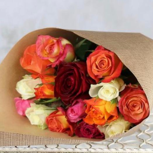 15 роз ассорти в крафте