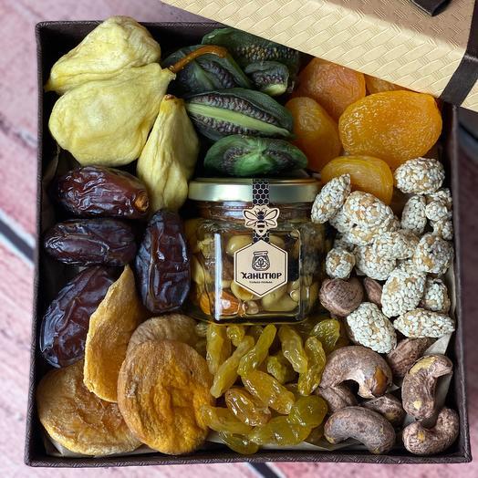 Подарочный набор с сухофруктами и мёдом