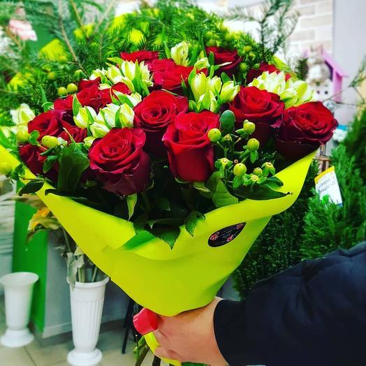 Букет из роз с альстромерией Сочный Лайм