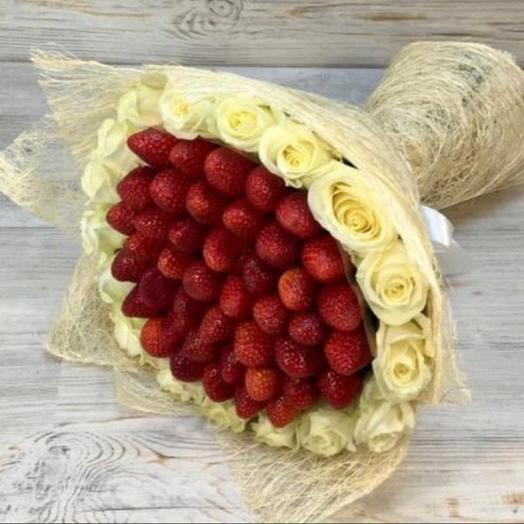 Букет из роз белых и клубники 🍓