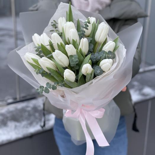 Букет Фейерверк из тюльпанов и эвкалипта
