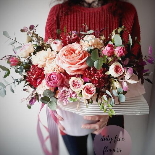 """Цветы в коробке """"Малиновый восторг"""""""
