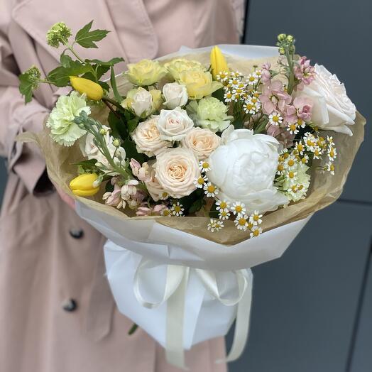 Букет Герлен из ромашек, пиона, маттиолы, тюльпанов, вибурнума