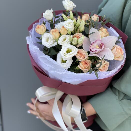 Букет Лизиантуса, Роз и Орхидеи