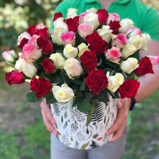 55 роз в коробке