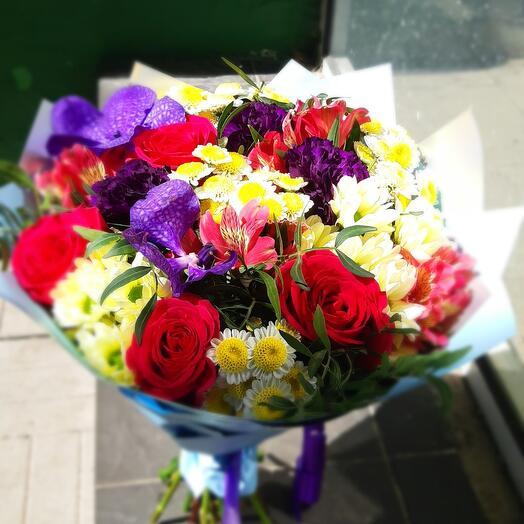 Букет с орхидеей и розой
