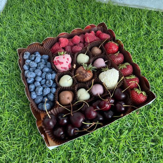 Набор из летних ягод