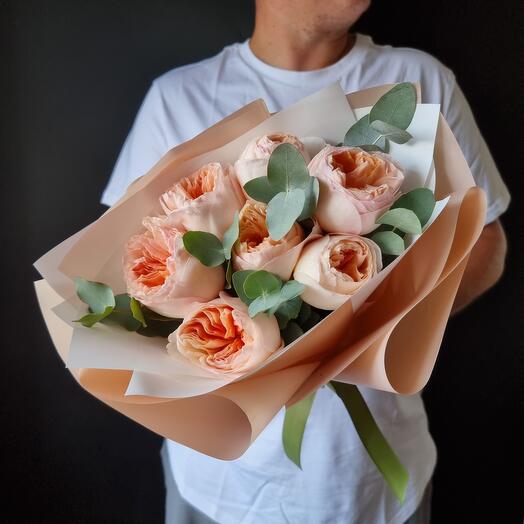 7 пионовидных роз с эвкалиптом