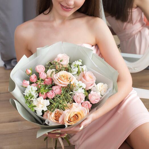 Авторский букет с пионовидными розами
