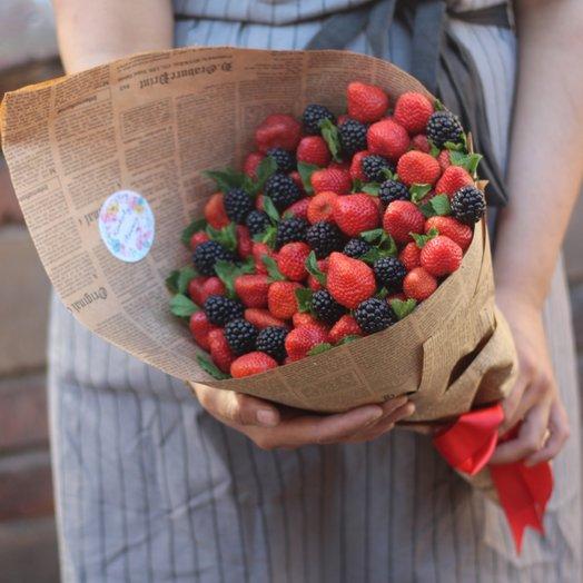 Клубнично-ежевичный букет: букеты цветов на заказ Flowwow