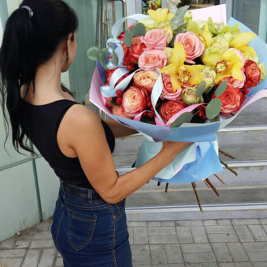 Цветочное изобилие: букеты цветов на заказ Flowwow