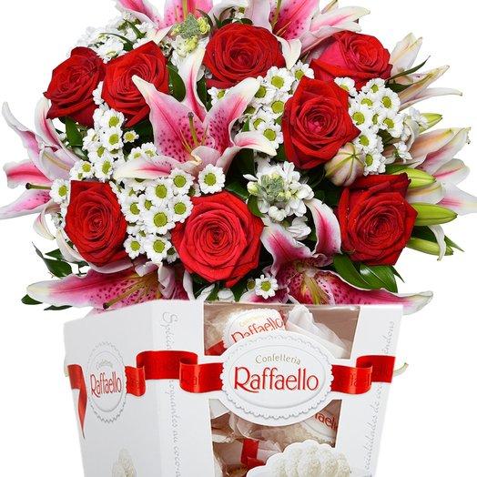 """Набор """"Смешанный букет и Рафаэлло 150 гр. Код 18114: букеты цветов на заказ Flowwow"""