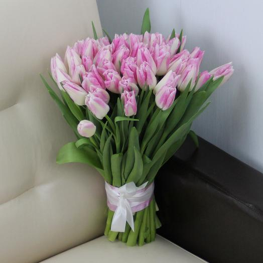 51 розовый тюльпан: букеты цветов на заказ Flowwow