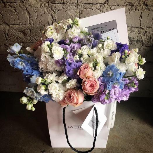 Пионовидная роза и маттиола: букеты цветов на заказ Flowwow
