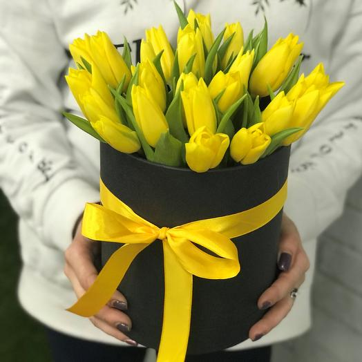 Коробки с цветами. Тюльпаны N362: букеты цветов на заказ Flowwow
