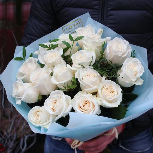 Моно-букет из 17 белых роз: букеты цветов на заказ Flowwow