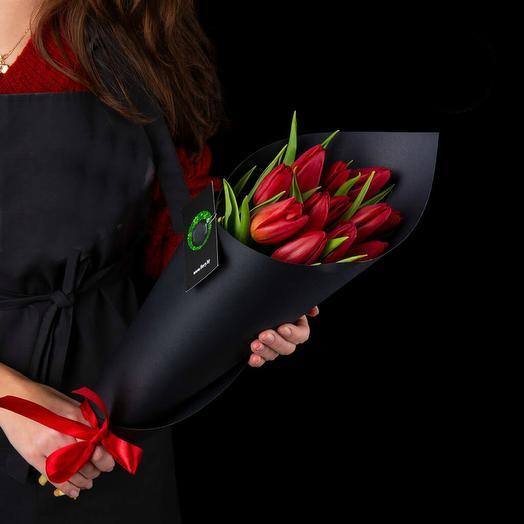 Букет красных тюльпанов 2