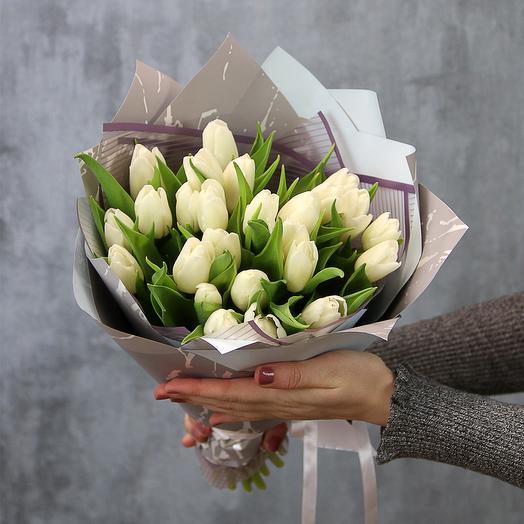 25 белых тюльпанов