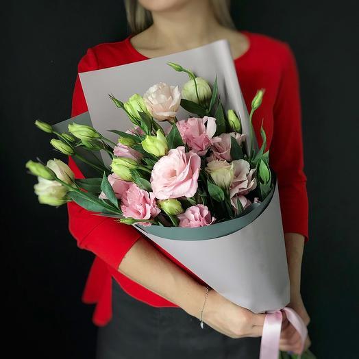 Букет лизиантуса в современной упаковке: букеты цветов на заказ Flowwow
