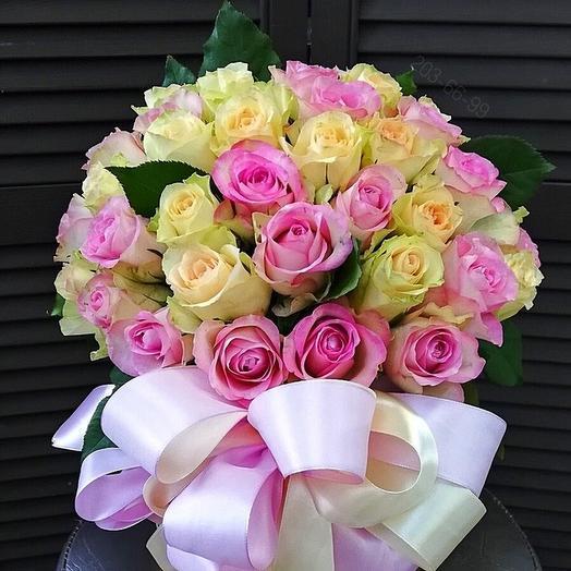 """59 роз в шляпной коробке """"Пудровые облака"""""""