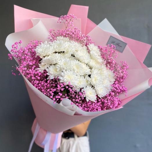 Букет с хризантемами и гипсофилой
