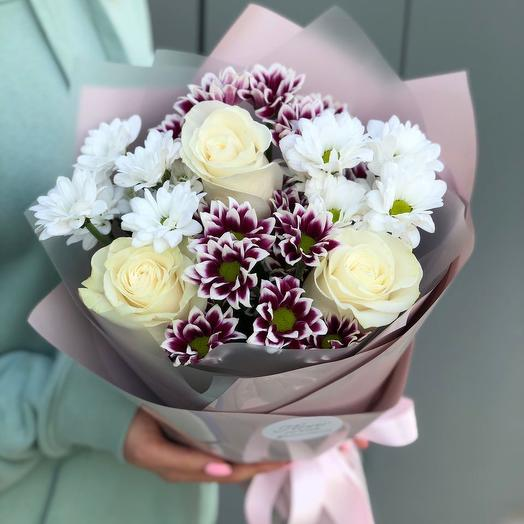 Bouquet of chrysanthemum and roses omega
