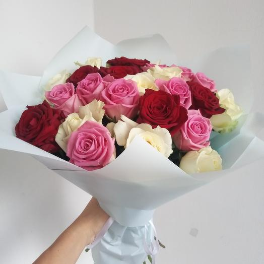 A mix of roses