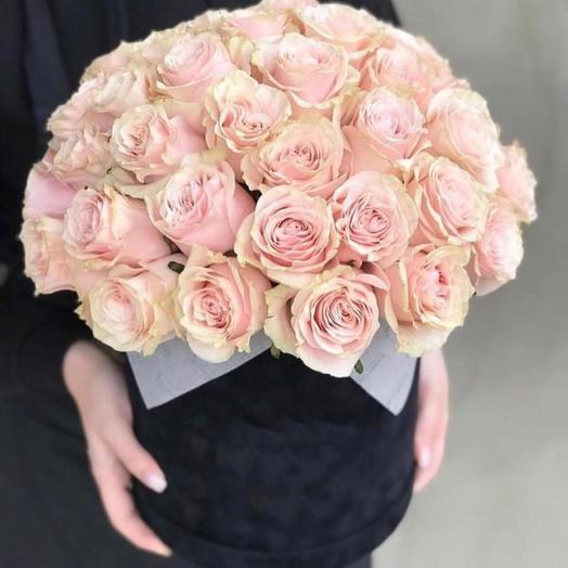 Розы Мондиаль в шляпной коробке