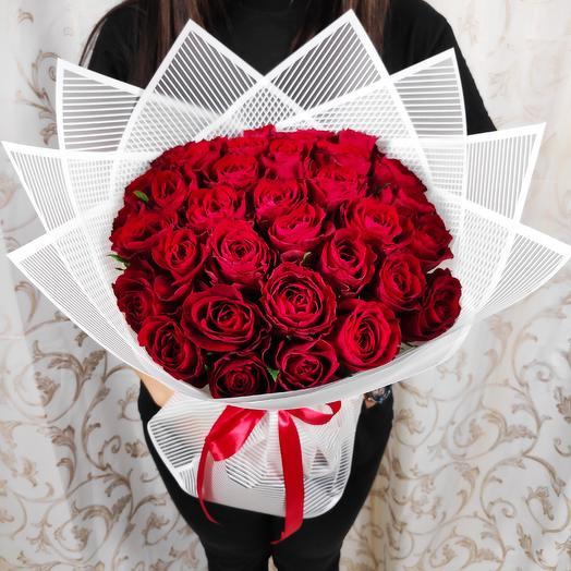 Шикарный букет из 35 красных роз(коробка конфет в подарок, условие в описании)