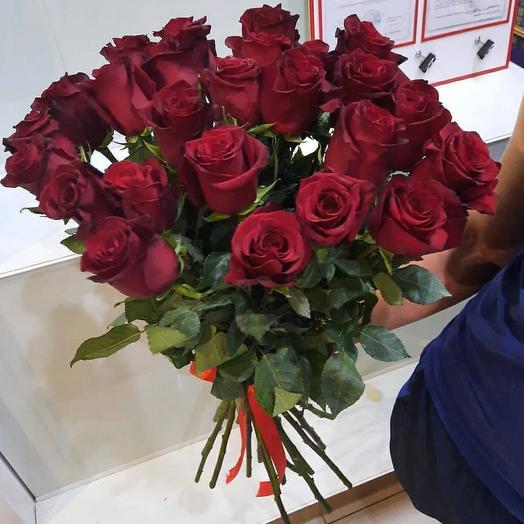 25 красных роз Эквадор 80см