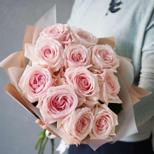 11 пионовидных розовых роз